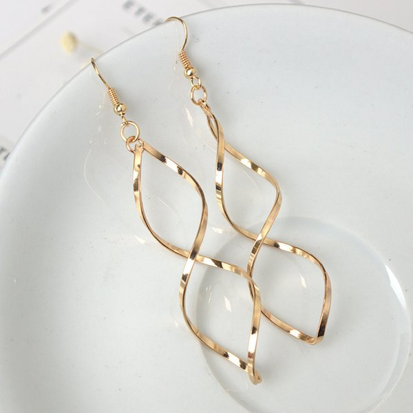Europe and the United States simple earrings spiral curved earrings design wave curve female factory direct