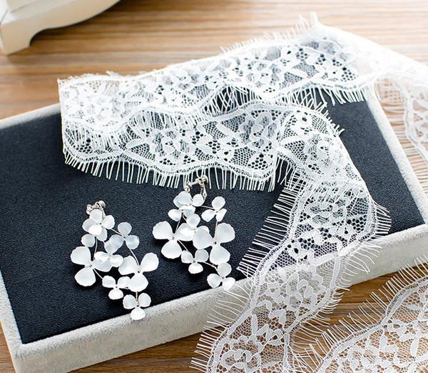 Bride Necklace 2018 collarbone chain Lace Necklace white leaf flower earring wedding accessories