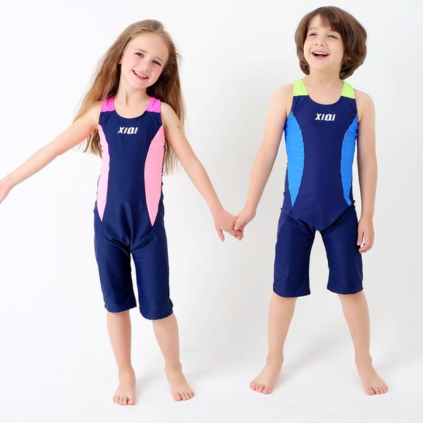 Un maillot de bain, étudiant Amazon joint, un maillot de bain.