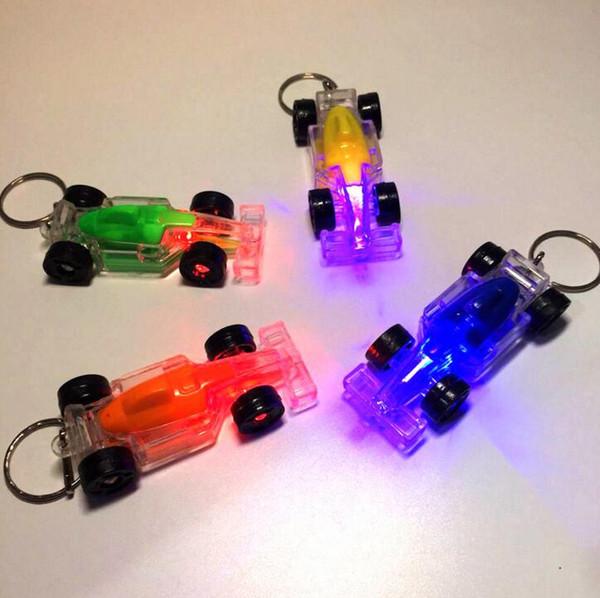 LED oyuncak Yarış araba aksesuarları ışık anahtarlık yaratıcı flaş anahtarlık ile toka küçük hediyeler boyutu 6.3 cm ücretsiz kargo