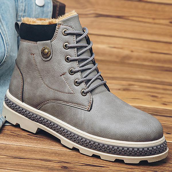 Botas de invierno zapatos de hombre zapatos de piel cálida botas de nieve hombres 2018 recién llegado de felpa punta redonda remache zapatos masculinos tobillo sapatos