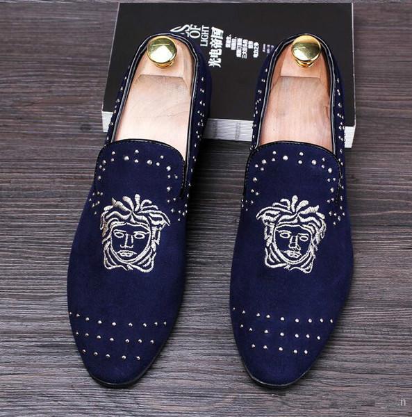 2018 Nuevo concepto de moda slip-on zapatos de los hombres apuntaron holgazanes casuales esmerilados vestido de boda de los hombres pisos M167