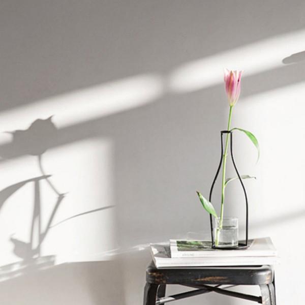 Hermosas líneas negras Jarrón abstracto Decoración para el hogar Minimalista Jarrón de hierro abstracto Estanterías de flores secas Adornos de flores nórdicas Nuevo