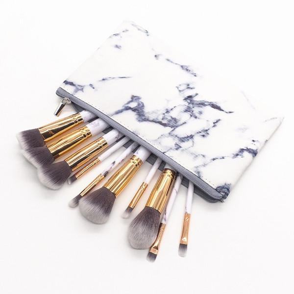 Fermuarlı kozmetik çantası ile beyaz