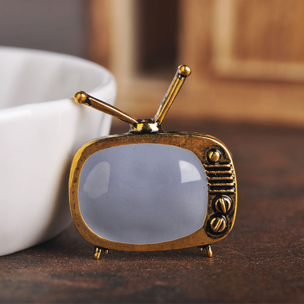 Blucome Classic Vintage TV Television Shape Brooch Gold Color Enamel Brooches Parents Gift Scarf Sweater Collar Pins Accessories
