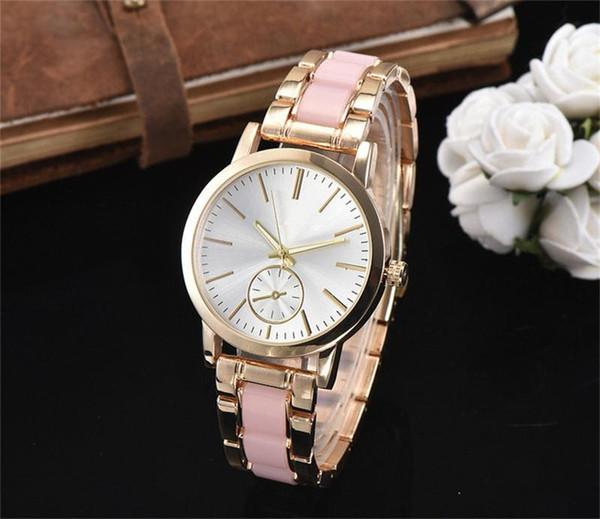 Estilo mulher Quartz relógio de pulso Famosa escala de número de Roma de Luxo Mostrador Novo estilo conciso clássico estilo Mulheres Relógios de Aço Relógios