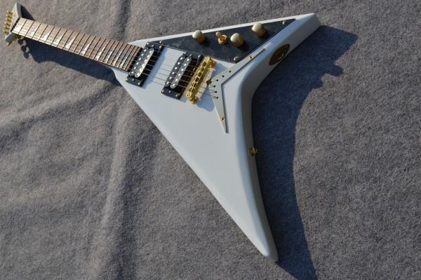 La nueva llegada de Jackson, EE. UU. Flying V white, guitarra eléctrica con herrajes de oro, envío gratis