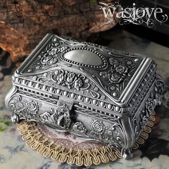 Size L European Vintage Jewelry Box Rose Flower Carved Metal Art Craft Home Decoration Make up Organizer Gift Storage Bins