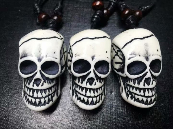 FREE SHIPPING yqtdmy 12pcs Imitation Carving Halloween Horror Skeleton Skull Head Pendant Necklace Gift