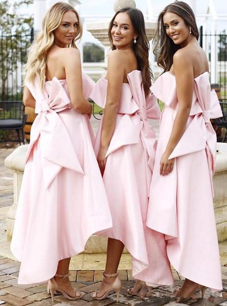 Robes de demoiselles d'honneur basses roses bon marché à bretelles sans bretelles avec robe de mariée en satin