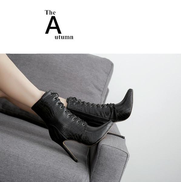 Großhandel Schwarz Designer Damen Stiefel 11 CM Stiletto Heels Wies Toe Schuhe Schlangenleder Muster PU Mitte Der Wade Stiefel Schnürsenkel Von