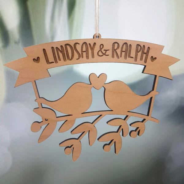 Oiseaux d'amour en bois personnalisés avec votre nom Ornement, ornement de mariage, décor de Noël, ornement de Noël