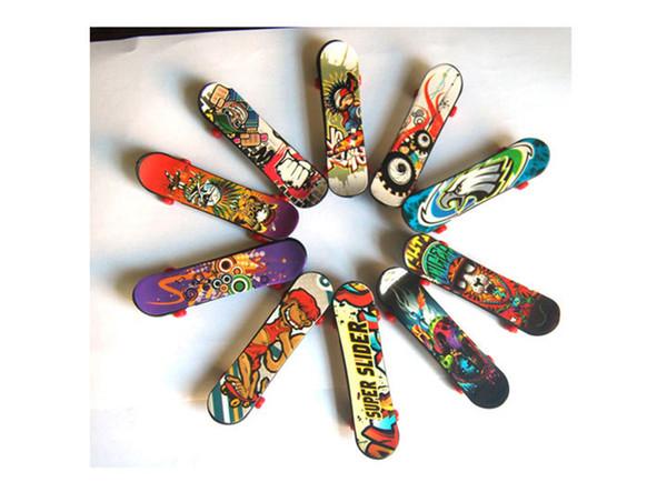 Novelty Creative Mini Finger Skateboards Color Random New Design Finger Skate Board Game FingerBoard Kids Children Gift Toys Wholesale