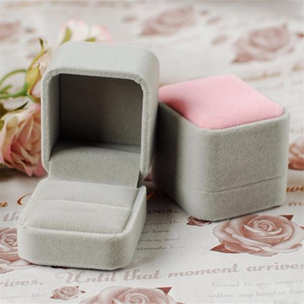 Neue Design Großhandel 12 stücke 5,2 * 6,0 * 5,2 cm Rosa Schmuck Ohrring Halter Samt Hochzeit Verpackung Geschenkbox Für Ring freies verschiffen