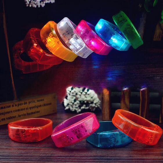 LED Bracelet de contrôle vocal Glo-sticks clignotant électronique Bracelet Brow Bracelets LED Wrist Band de Noël jouets éclairés