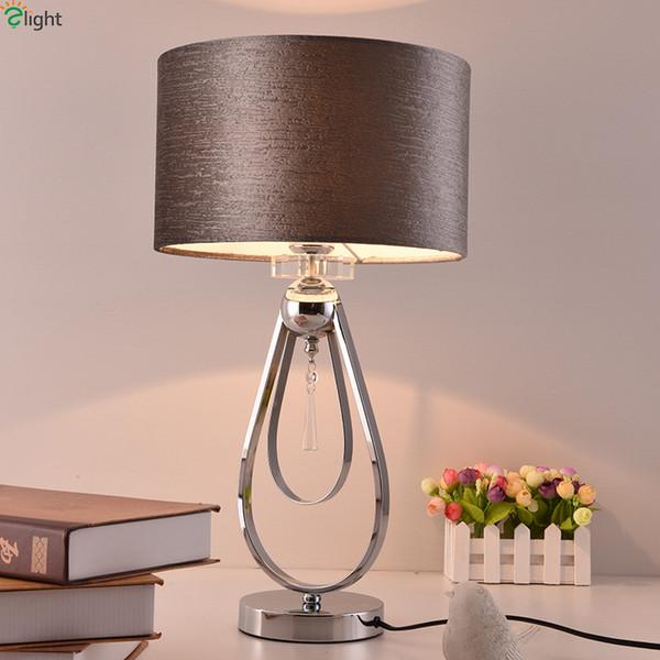 Moderna lampada da tavolo a LED in metallo cromato con paralume in tessuto da tavolo