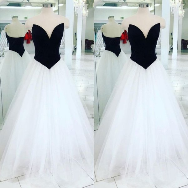 Cheap Black and White Wedding Dresses Deep Sweetheart Sleeveless Simple Gothic A-line Wedding Gown Low Back Bridal Gowns Custom Colors