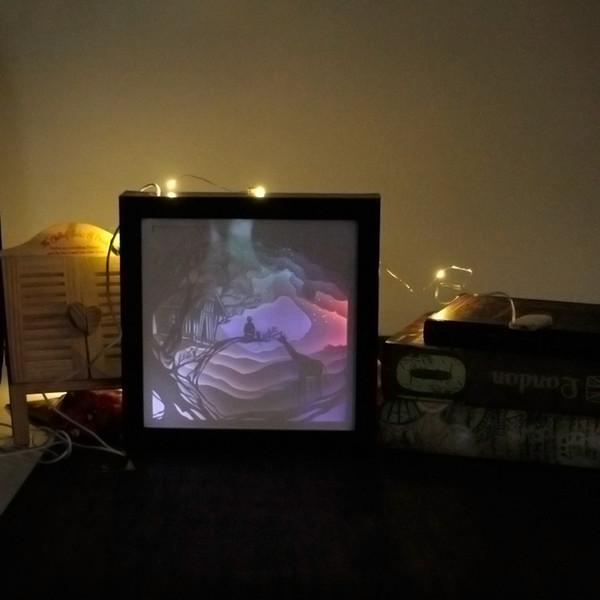 Papercut Light Box LED USB Lámpara de luz nocturna Pinturas creativas Giraffe House L22