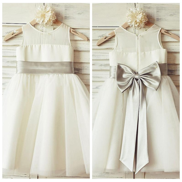 O-Neck Sleeveless A-Line Ivory Flower Girl Dresses Tulle Skirt With Bow Simple Kids Formal Party Gowns Cute 2019 Birthday Gift Wear