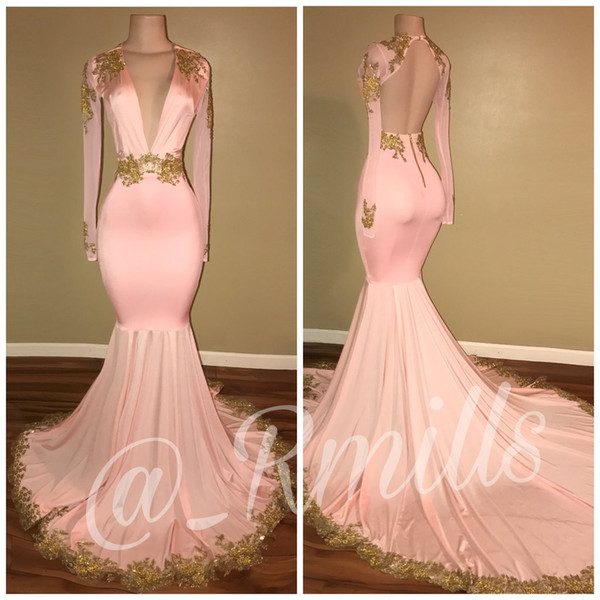 2019 Real Shiny Pink Mermaid Prom Dresses Sexy scollo a V a maniche lunghe Sheer Backless oro applique in rilievo lungo abiti da sera del partito