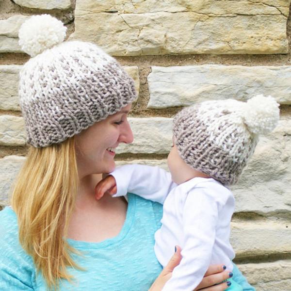Berretto con pon pon Cappello da genitore-bambino Cappelli caldi invernali Cappelli lavorati a maglia in pelliccia Cappelli all'uncinetto Mamma Cappellini per bambini LJJO7098