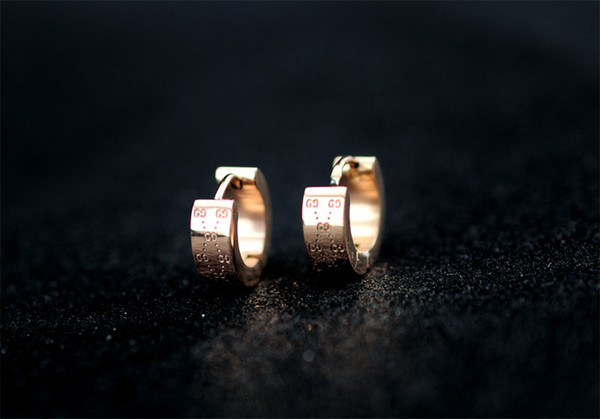 Factory Price High Quality Luxury Letter embossing Stud Earrings Fashion metal Gold Silver Letter Earring clip With Box