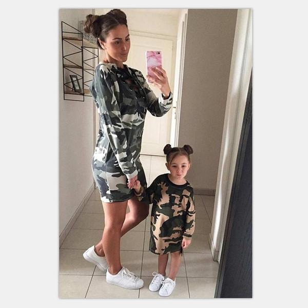Acheter Mère Fille Robes Pull 2018 Famille Assortir Des Tenues Maman Et Moi  Camouflage Vêtements Famille Look Vert De $10 23 Du Himalaya   DHgate Com