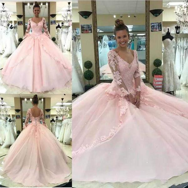 2018 Rosa Quinceanera-Kleider Ballkleid mit V-Ausschnitt, langärmliger Spitze mit Applikationen Sexy Back Design Charming Abendkleider