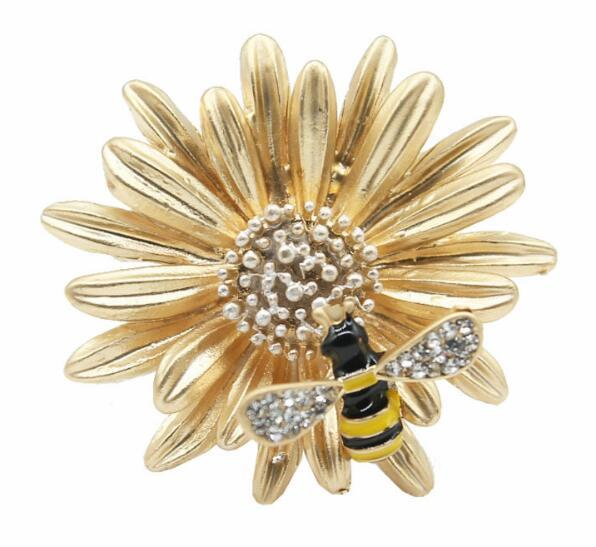 Wholesale 14K Gold Sunflower Brooch Pins Cute Crystal Enamel Bee Corsage Scarf Clips Women Costume Accessories Jewelry