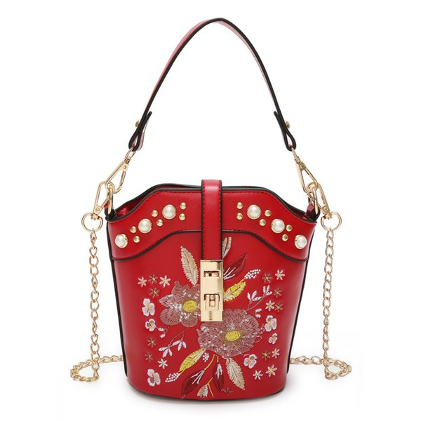Wholesale small bag female 2018 new flower embroidery handbags fashion embroidered diamond chain hand strap shoulder diagonal package