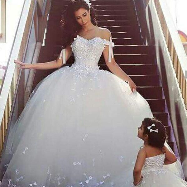 2019 Charming Ball Gown Wedding Dresses Off The Shoulder Lovely Bows Floor Length Arabic Bridal Gowns Custom Made High Quality Wedding Dresses With