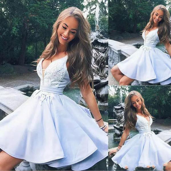 Acheter 2018 Graduation Homecoming Dresses Appliques Col En V Perlee Bleu Ciel Clair Robe De Bal Courte Parti Porter Des Robes De Cocktail Sur Mesure