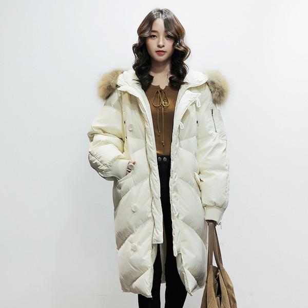 Acheter 2018 Nouveau Style Coréen Hiver Femmes Doudoune Oversize 90% Duvet De Canard Manteau Femmes Long Grand Réel Fourrure De Raton Laveur À Capuche