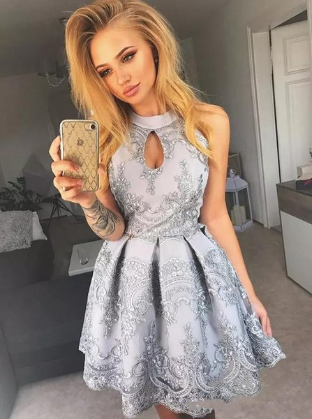 2018 Short Mini Silver Lace Cocktail Dresses For Juniors Halter Neck Sequined Short Prom Gowns Knee Length A Line Homecoming Party Dresses
