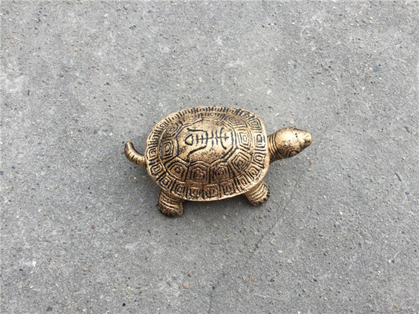 2019 Small Cast Iron Turtle Ash Reciever Holder Metal Ashtray With Cover Antique Bronze Bar Pub Club Home Table Decoration Old Gold Gift From