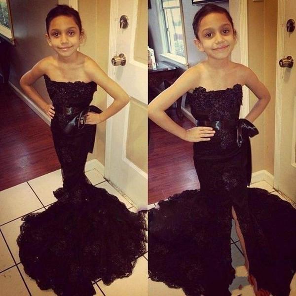 2018 Siyah Dantel Straplez Çiçek Kız Elbise Şerit Sashes Mermaid Ön Bölünmüş Düğün Doğum Günü Çocuklar Için Resmi Giyim Kız Pageant Elbise
