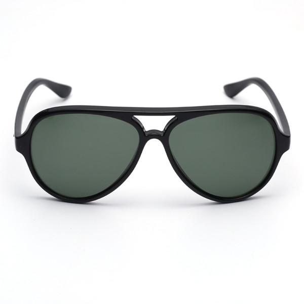 أخضر داكن أسود
