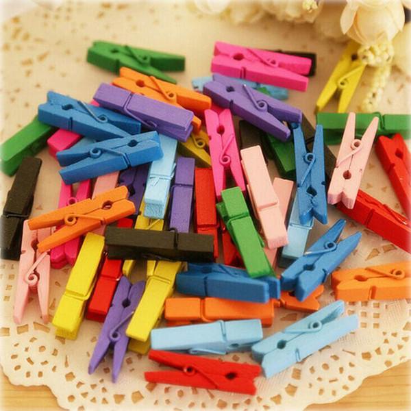 100pcs / lot Aléatoire Mini Printemps De Couleur Bois Clips Vêtements Papier Photo Peg Pin Pince À Linge Craft Clips Party Décoration