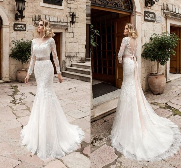 2019 Traditional Long Sleeves Mermaid Wedding Dresses Sexy Button Back Sheer Crew Neck Lace Appliques New Bridal Gowns with Ribbon