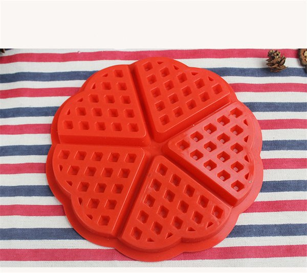 1PC Heart Round Shape Waffles Mold Maker Pan Microwave Baking Mold Oven Muffin Cake Silicone Bakeware Sweet Candy Jelly Mold
