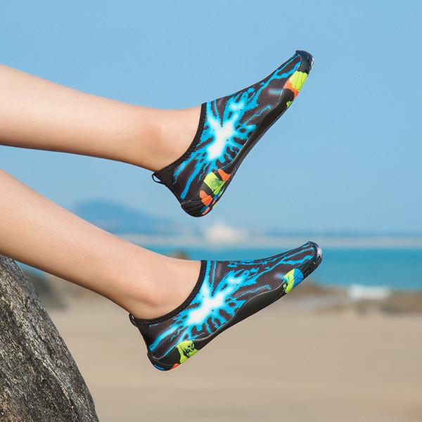 Zapatos de agua de la moda de los hombres y de las mujeres de secado rápido Zapatillas de deporte descalzo Aqua para hombres Mujeres Surf de la natación de caminar más yoga