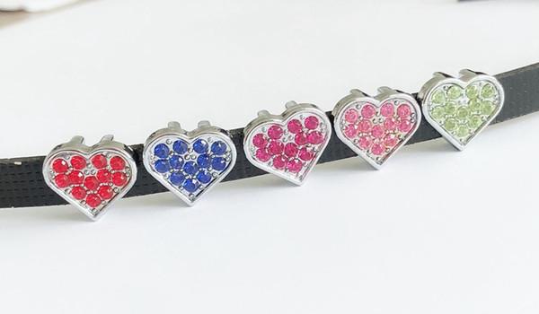 50 unids 8 mm color mezclado Rhinestone Corazones de diapositivas encantos diapositivas colgar colgantes accesorios de bricolaje Fit 8 mm cinturones, pulseras, collares