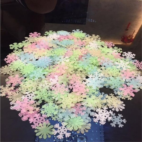 Luminous Wall Sticker Snowflake Glow In The Dark Decal for Kids Baby Rooms Christmas Decor Fluorescent Stickers 50PCS OR100PCS