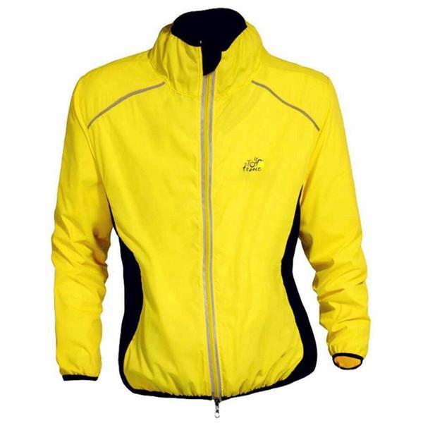 jersey amarillo con chaqueta caqui hombre