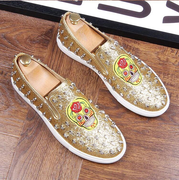2018 New style mens casual banquet night club wear cow suede leather rivets shoes vintage embroidery loafers slip-on lazy driving shoe J33