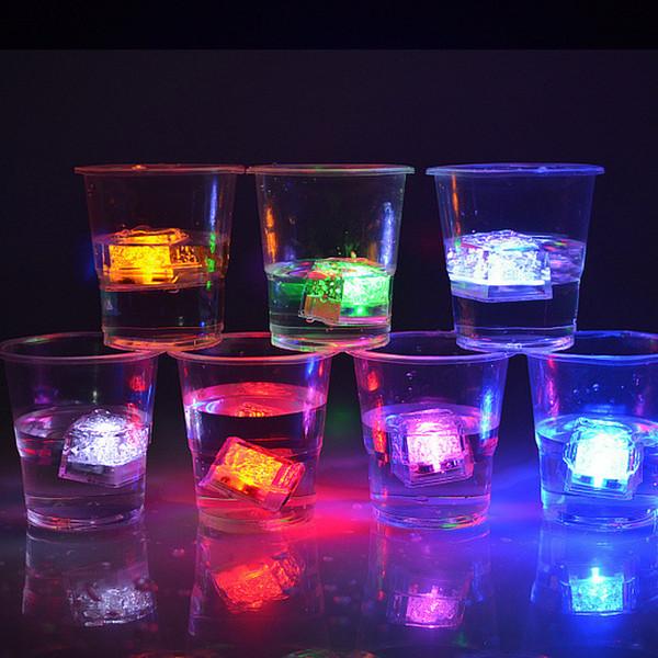 Multi couleur LED changeant Flash Light Ice Crystal Cube pour la Saint-Valentin Party Wedding Event Bars Chirstmas expédition rapide