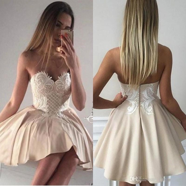 2018 Unique Cheap Cream Short Homecoming Dresses Strapless Modest Beading Mini Cocktail Party Gown Short Prom Dresses