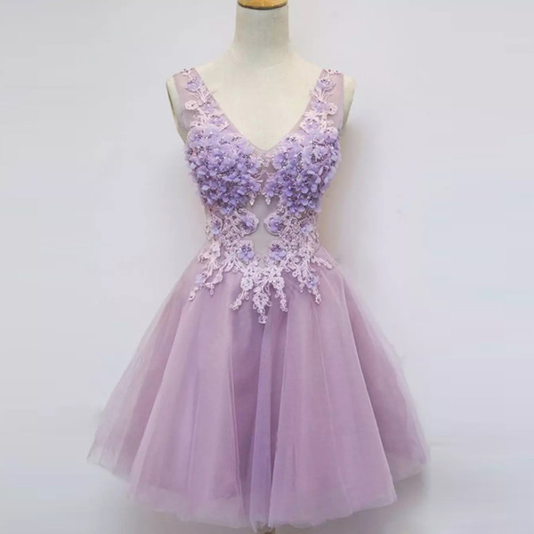 Parlak Leylak Bir Çizgi Diz Boyu Mezuniyet Elbiseleri Derin V Boyun El Yapımı Çiçek Kısa Balo Elbisesi Tül Parti Etekler