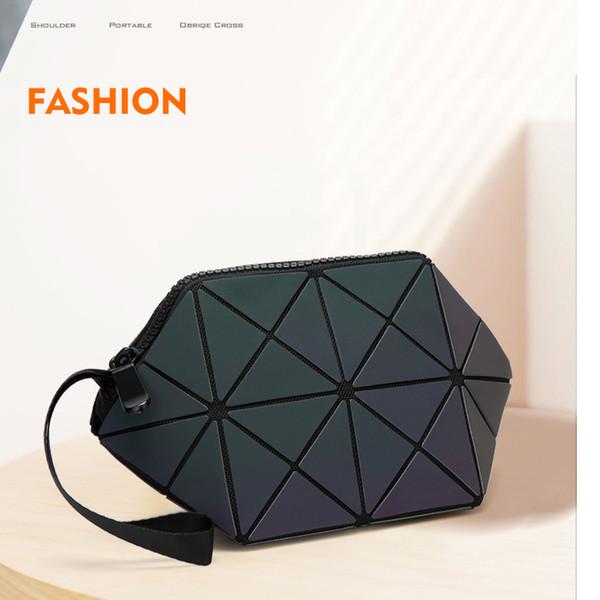 De À 2 Acheter Triangle Dames Main Sac Cosmétique13 Nouveau En 2018 Géométrique Prismatique Tricolore Coquille Du Lumineux Forme 08PkwnO