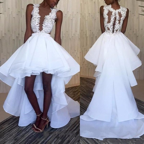 Bianco High Low Prom Dresses Appliques Sheer Neck Increspato drappeggiato Tiered Elegante Breve Fronte Lungo Indietro African Party Gown Formale Spedizione Gratuita